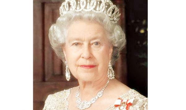 Queen Elizabeth Guard Ki Goli Ka Shikar Hote Bal Bal Bachen